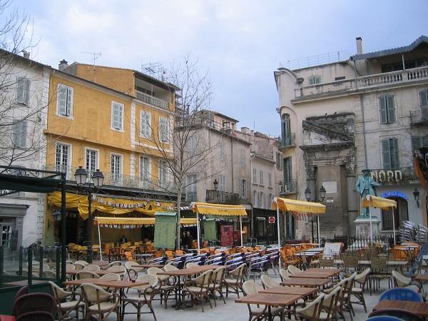 Restaurants in arles hotel du forum for Hotel food bar atelier 84